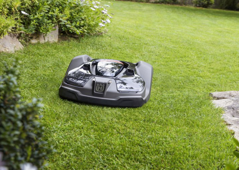 Robotic Mowing Service In Mississauga